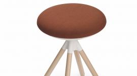 Sitland - On stool