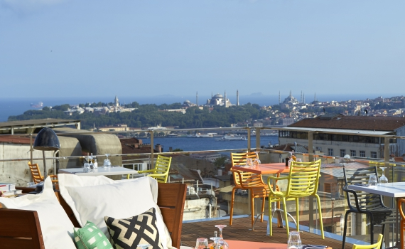 le rooftop mama shelter istanbul images 14 septembre. Black Bedroom Furniture Sets. Home Design Ideas